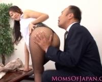 ミニスカ網タイツの痴女教師が誘惑セックス