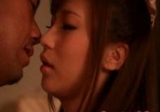 姉の接吻無料H動画。ぶ厚い唇が情欲的な姉さんと深いべろ接吻えっち