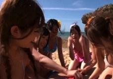 ビーチにて、素人女性の中だし無料H動画。羨ましすぎるw有名女優達とビーチでグループセックスえっちで中だしwww