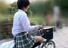 小坂めぐる オーガズム自転車で限界ギリギリ露出街中愛液!